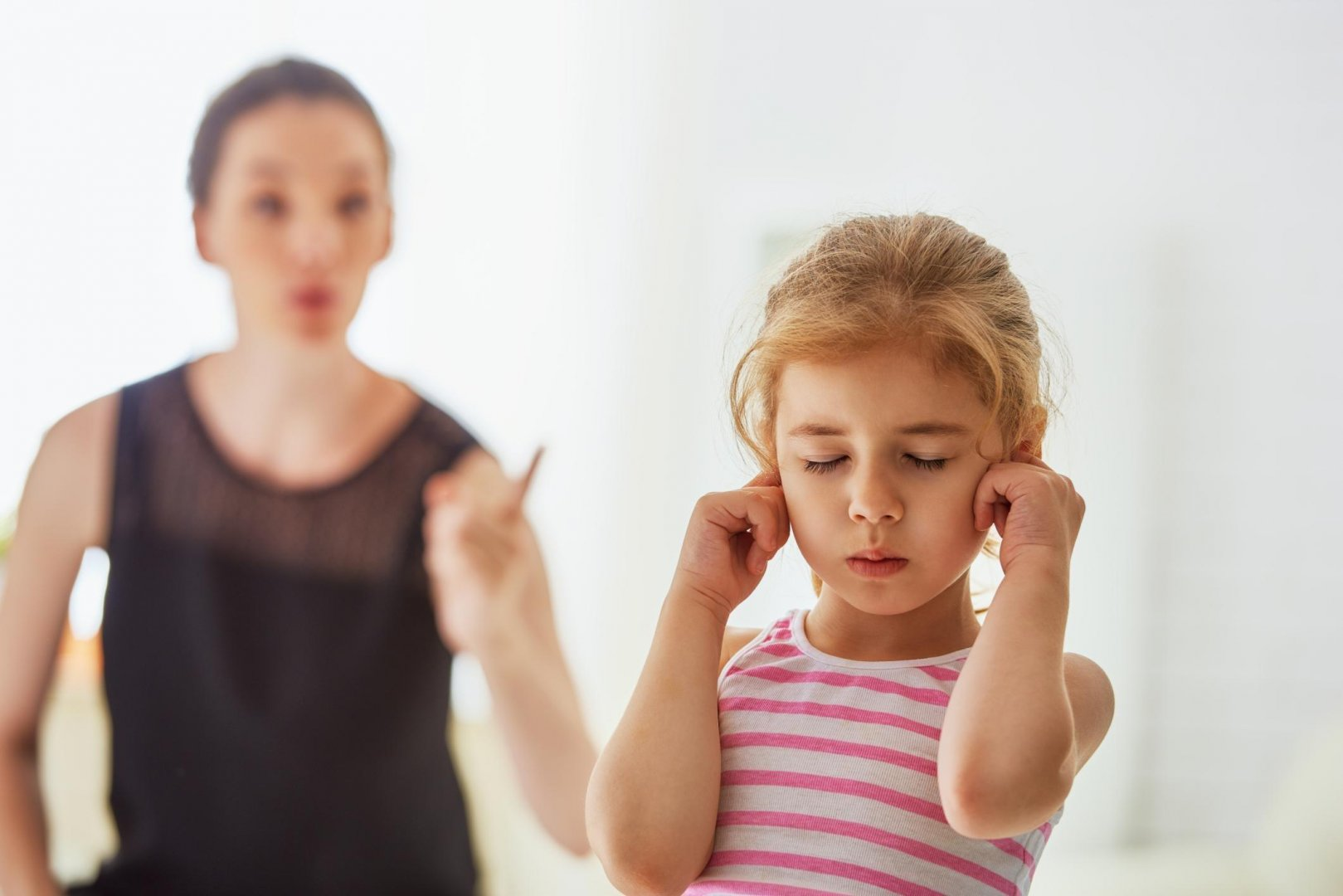 problems with the children Hearing problems can be temporary or permanent about 2 or 3 out of every 1,000 children in the us are born deaf or hard-of-hearing.