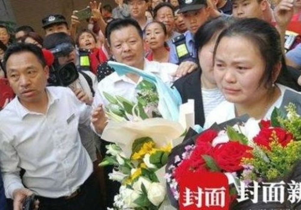 Картинки по запросу Китайская семья нашла свою дочь через 24 года