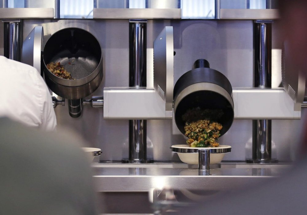 Кадр из видео In Boston, These Robots Are Now Serving Up $8 Salads and Bowls