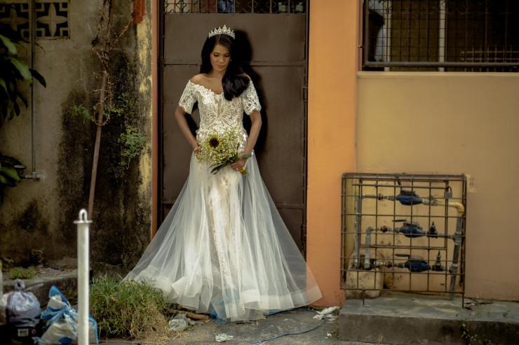 """""""Она превратилась в принцессу"""". Сеть восхитили свадебные фото 50-летней бездомной женщины"""